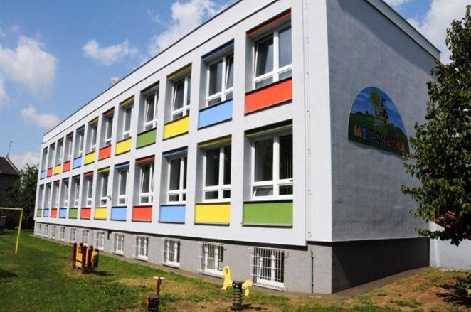 Školy znížili náklady na elektrinu a plyn o polovicu cez EPC