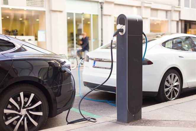 Európske automobilky chcú postaviť 400 dobíjacích staníc pre elektromobily