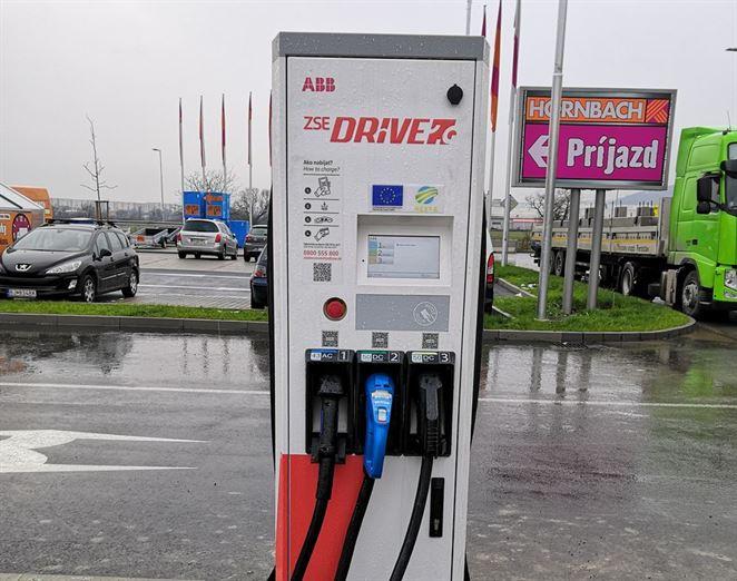 Nová nabíjacia stanica pre elektromobily pribudla v Prešove
