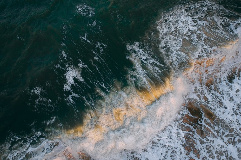 Nová technológia výrazne zefektívňuje využitie energie z morských vĺn