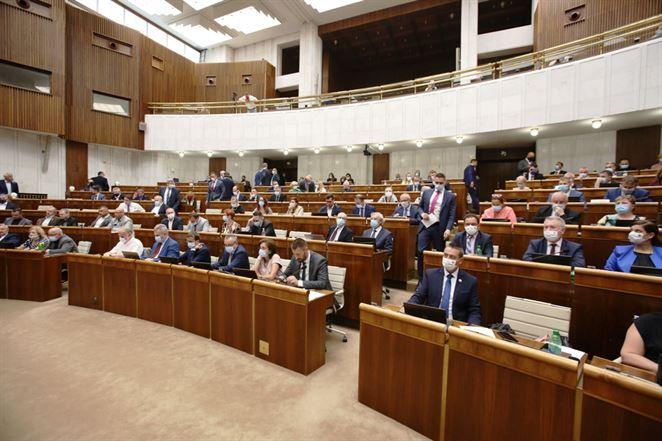 Poslanci NR SR schválili dvoch kandidátov na člena Regulačnej rady