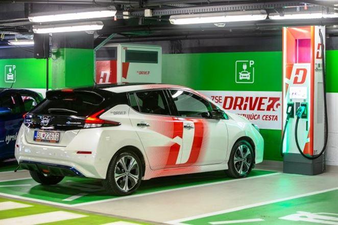 V Bratislave otvorili prvý Ultrarýchly nabíjací HUB pre elektromobily