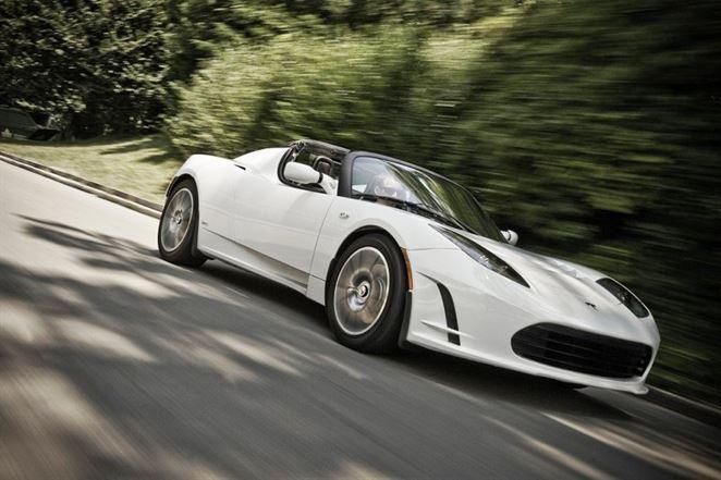 Tesla potrdila návrat elektrického športiaku Roadster
