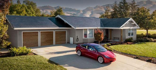 Tesla znižuje cenu solárnych systémov