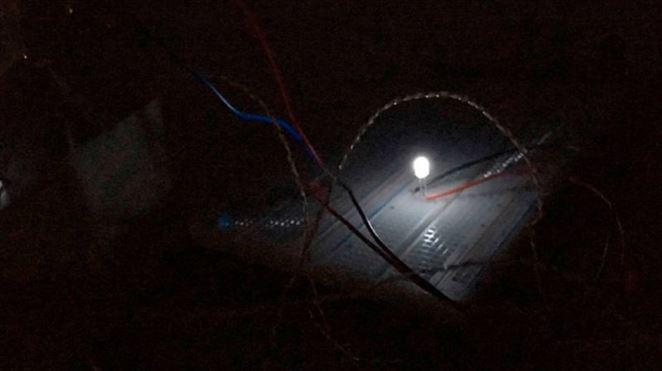 Ako premeniť tmu na elektrické svetlo?