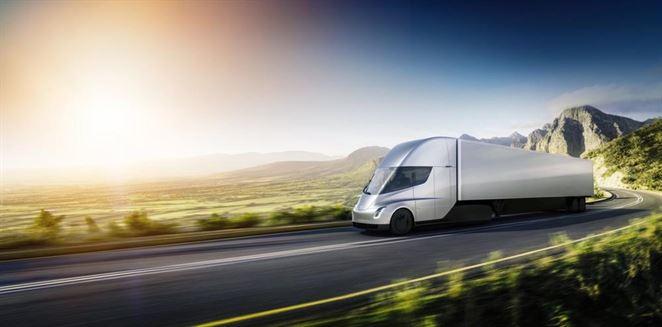 Tesla Elona Muska predstavila nákladný elektromobil Semi za prekvapujúcu cenu