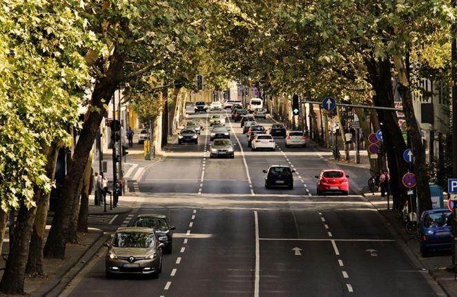 Takmer tri štvrtiny najazdených kilometrov precestujú Slováci v osobných autách (Analýza)