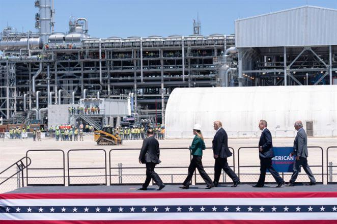 Trump so Šefčovičom otvorili v USA nový terminál LNG. EÚ chce importy ďalej zvyšovať