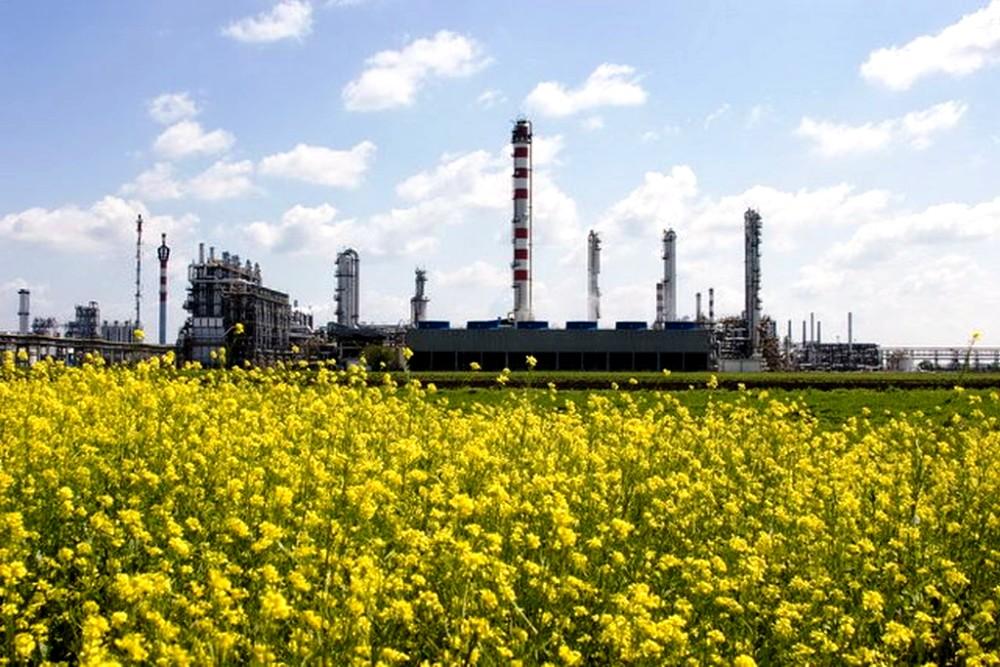 Matka Slovnaftu chce ozelenieť. V maďarskej rafinérii začína vyrábať biopalivá