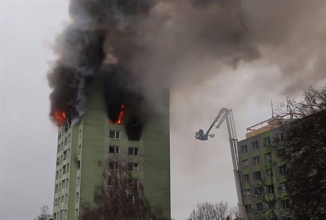 Výbuch plynu v Prešove zdemoloval bytovku, hlásia mŕtvych aj zranených