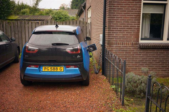 Budúcnosť elektromobility: Ako si automobilky poradia s povinným znižovaním emisií ?
