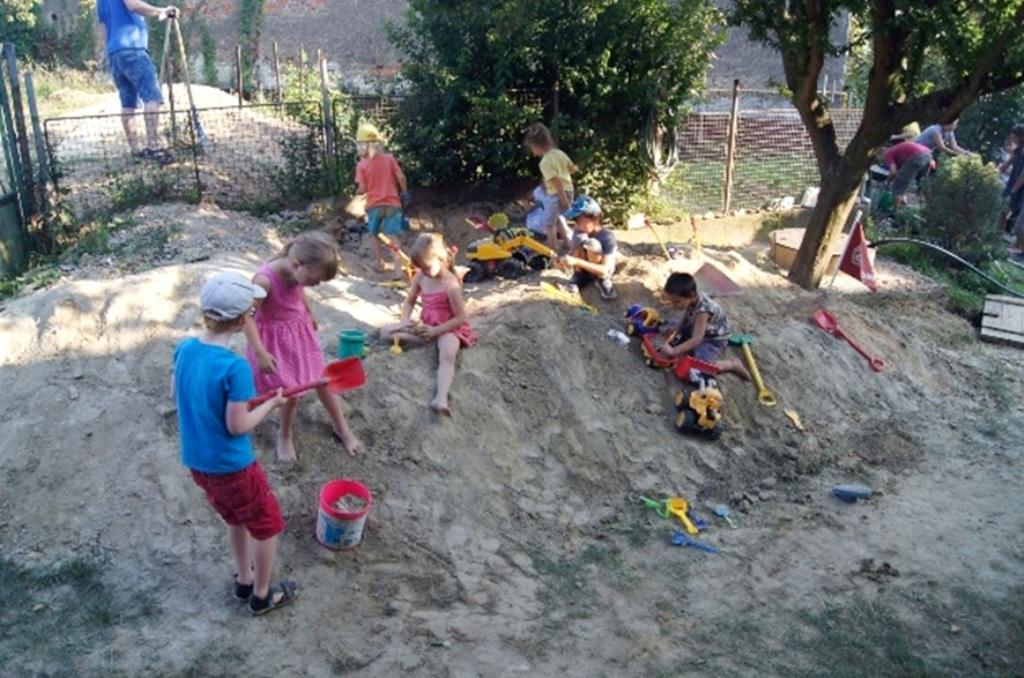 VSE so službou Zelená energia pomohla pri revitalizácii komunitnej záhrady v Ťahanovciach