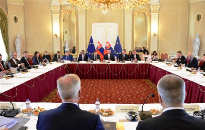 Pellegrini: Slovensko je na križovatke, budúcnosť patrí zeleným technológiám a elektromobilite