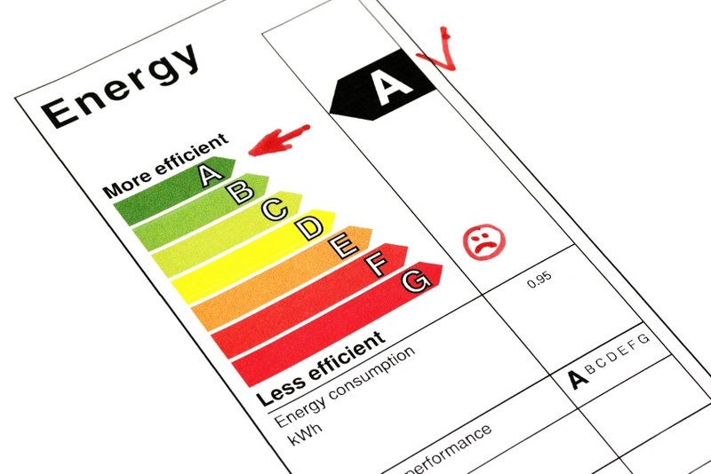 Komisia navrhuje jednotný energetický štítok so stupnicou od A po G a digitálnu databázu výrobkov