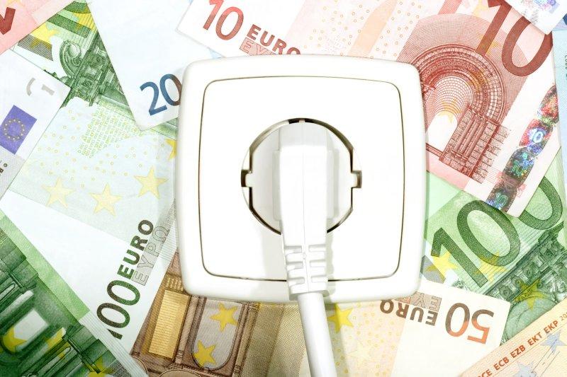 ÚRSO zverejnil analýzu, ktorá má potvrdzovať lacnejšie ceny elektrickej energie než uvádza Eurostat