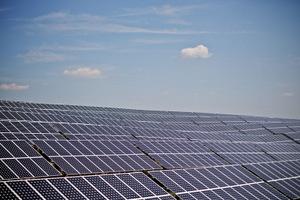 Výkon fotovoltických inštalácií stagnuje. Aktuálne dosahuje cez 530 MW